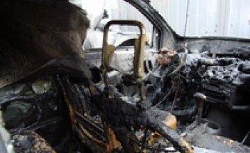 В центре Днепропетровска ночью сгорела BMW 740 (ФОТО)