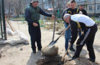 Как высаживали деревья в рамках акции «Посади дерево – спаси город» на левом берегу Днепра (ФОТОРЕПОРТАЖ)