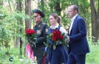 В Днепре представители «Оппозиционной платформы — За жизнь» возложили цветы к памятнику мирным жертвам фашизма (ФОТОРЕПОРТАЖ)