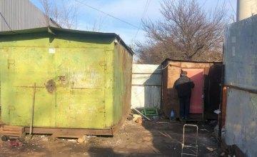 На Днепропетровщине в гаражах женщина организовала пункт приема металлолома