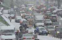 Из-за метели власти Киева приняли решение об ограничение въезда транспорта в город