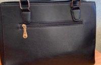 Выхватил сумку из рук и скрылся: в Кривом Роге на остановке ограбили женщину