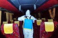 Днепровские спасатели провели санитарную обработку транспортных средств, на которых привезли граждан из Европы (ФОТО)