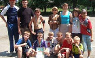 В Днепропетровске состоялись первые городские соревнования дворовых команд по мини-футболу и бадминтону