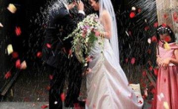 Днепропетровцы воздерживаются от церемоний бракосочетания в День Влюбленных