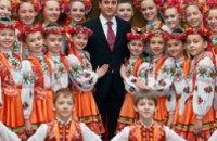 Игорь Цыркин поздравил танцевальный коллектив «Счастливое детство»