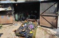 В Днепре на территории частного дома горел гараж