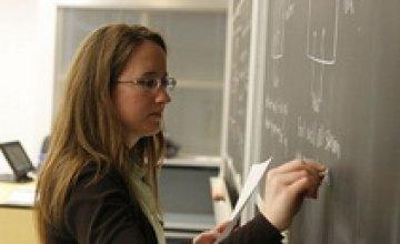 Каждый пятый украинец считает профессию учителя престижной, – ОПРОС