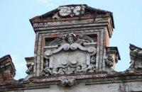 Величні леви та сакральні візерунки: у Дніпрі відреставрують історичне декорування на столітньому будинку