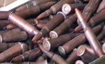 Житель Днепропетровска носил в кармане 35 патронов для АК