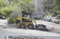 В Днепре обустраивают парковочные карманы во дворах центральной части города