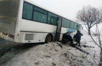 На Днепропетровщине автобус «Днепр-Полтава» с 27 пассажирами слетел в кювет (ФОТО)