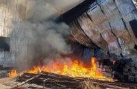 Пожар на заводе пластмассы под Днепром распространился на площадь более 3 000 квадратных метров (ФОТО)