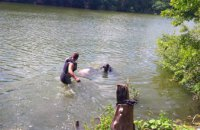 На Днепропетровщине из водоема достали тело мужчины