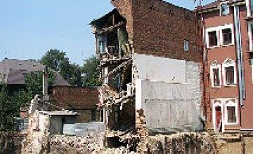 Трактор случайно разрушил дом в центре Днепропетровска (ФОТОРЕПОРТАЖ)