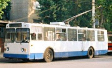 Троллейбусы в Днепропетровске ходят медленно из-за парковок