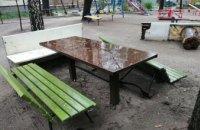 На ул. Калиновой в Днепре неизвестные пытались украсть лавочку (ФОТО)