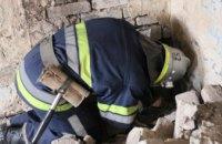 На Днепропетровщине спасли малыша, застрявшего под завалами в подвале (ФОТО)