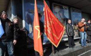 В Днепропетровске состоялся пророссийский митинг в честь  погибших правоохранителей, со дня смерти которых прошло 40 дней (ФОТО)
