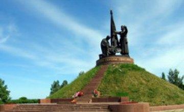 За средства Днепропетровского областного бюджета в 2009 году будут восстанавливать памятники только в сельских районах