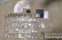 На Днепропетровщине задержали наркоторговцев: при обыске обнаружили «товар», деньги и гранату