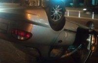 Из-за открытого люка в Днепре столкнулись 4 легковушки: одна из машин перевернулась
