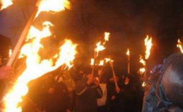 Днепропетровская молодежь помянула героев Крут факельным шествием (ФОТО)