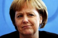 Путин и Меркель договорились содействовать мирному решению конфликта на Донбассе
