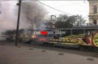 В центре Днепра загорелись 2 вагона первого трамвая (ФОТО)