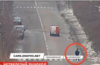 На Днепропетровщине пьяный мужчина бросался под колеса автомобилей (ВИДЕО)