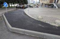 Для безпеки водіїв і пішоходів: у Дніпрі почали облаштовувати чокери для заспокоєння дорожнього руху