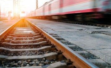 В Харькове 12-летний ребенок сорвался с поезда и умер (Обновлено)