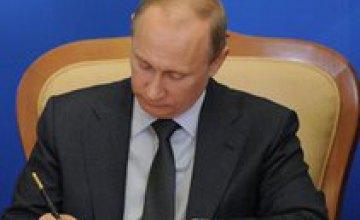 Путин почти в 3 раза повысил зарплату себе и Медведеву