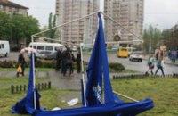 В Никополе вооруженные люди в масках разгромили агитационные палатки Партии регионов