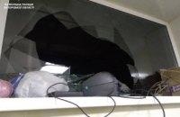 В Запорожье полиция задержала на горячем вора-неудачника при попытке вынести со склада ноутбуки (ФОТО)