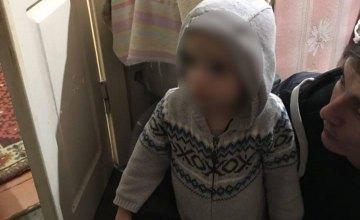 В Днепре посреди ночи из дома сбежал 2-летний мальчик