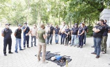 В Днепре для инспекторов по парковке провели мастер-класс по предоставлению домедицинской помощи