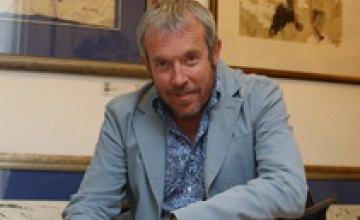 В Днепропетровске пройдет выставка-продажа работ музыканта и художника Андрея Макаревича