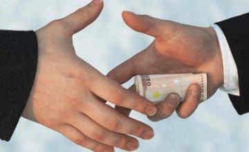 В Днепропетровске управляющий отделения «Надра Банка» попался на взятке