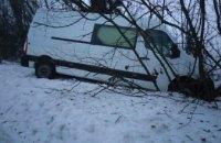 На Днепропетровщине в сугробе застряли автобусы с пассажирами, 18 из которых дети (ФОТО)