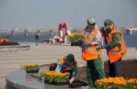 У Дніпрі триває планове висаджування квітів