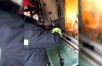 В Днепре женщина словила и держала змею в ванной до приезда спасателей (ФОТО)