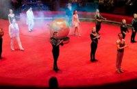 Семьи участников АТО и переселенцев побывали на допремьерном представлении  итальянского цирка (ФОТО)