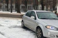 В Кривом Роге машина сбила двух школьниц