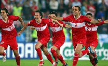 Серия пенальти вывела турок в полуфинал