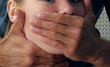 В Днепропетровской области солдат-контрактник изнасиловал и ограбил 25-летнюю девушку