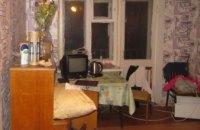 В Киеве женщина оставила двух малолетних детей на 9 дней в квартире: один ребенок умер