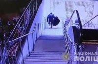 В Днепр мужчина, вооружившись топором и пистолетом, обокрал магазин бытовой техники (ФОТО, ВИДЕО)