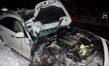 ДТП на проспекте Поля: водитель сбежал, бросив разбитый Infiniti