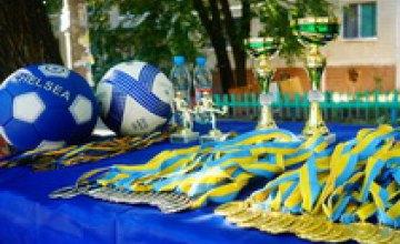 Футбольный турнир ко Дню независимости объединил ветеранов и юных спортсменов Днепропетровска